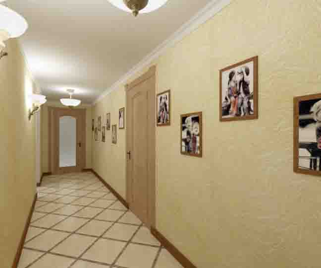 Интерьер длинного коридора