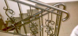 Варианты ограждений лестниц из металла