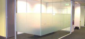 Плюсы стеклянных перегородок в офисе