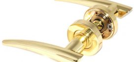 Как работают дверные ручки на розетке с механизмом?